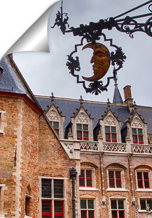 The museum displays the interior of a house in the late Middle Ages, and a collection of applied arts in former Bruges, ranging from the 15th to the 19th century.